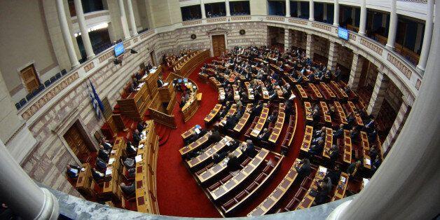 Μείωση των βουλευτών σε 200 ζητά η Ένωση
