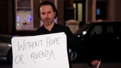 O Andrew Lincoln αφήνει για λίγο τα ζόμπι και πιάνει πάλι τις «θρυλικές» κάρτες του «Love