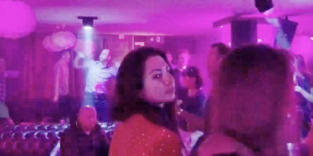 Ο αδέξιος χορός του πρίγκιπα Γουίλιαμ σε γνωστό κλαμπ της Ελβετίας έχει γίνει