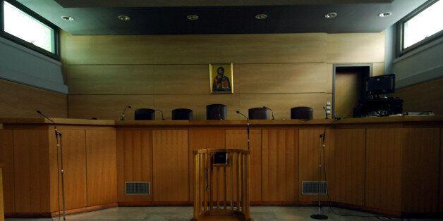 Την παραπομπή σε δίκη 17 κατηγορουμένων για την υπόθεση της αγοράς των «ιπτάμενων ραντάρ» ζητεί ο