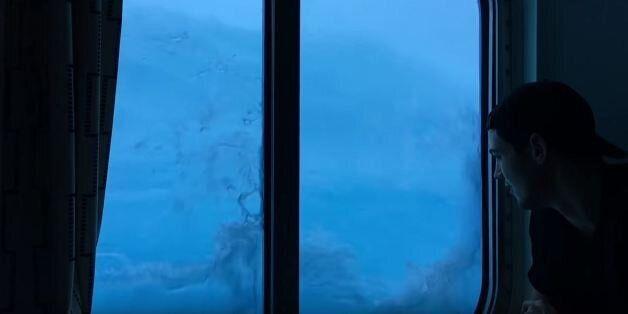 Νέο βίντεο από την τρομακτική στιγμή όπου κύματα 9 μέτρων χτυπούν υπερπολυτελές