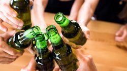 Υπάρχει λόγος που η μπίρα βρίσκεται συνήθως μέσα σε καφέ ή πράσινα