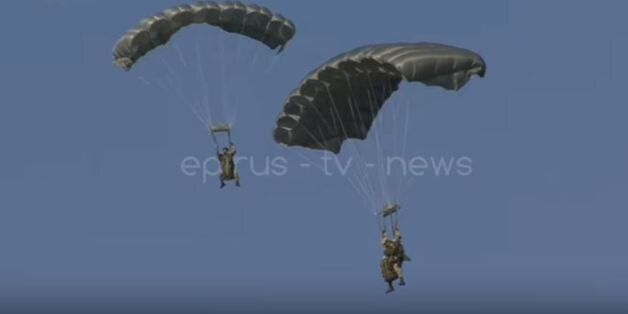 Ρίψη αλεξιπτωτιστών στο αεροδρόμιο Ιωαννίνων: Εντυπωσιακή άσκηση στην