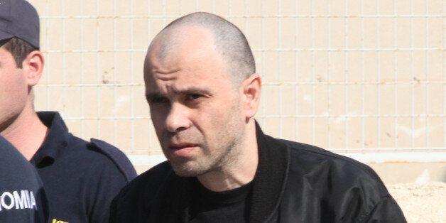 Με αφορμή τη δολοφονία της Καστοριάς ο Μαζιώτης επιτίθεται στον αστυνομικό που τον είχε