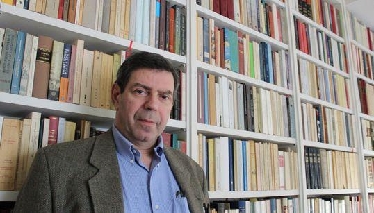 Είναι οι Έλληνες «Τα κακομαθημένα παιδιά της Ιστορίας»; Ο συγγραφέας Κώστας Κωστής μιλάει στη HuffPost