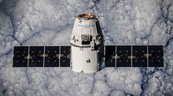 Η SpaceX θα στείλει τους πρώτους αστροτουρίστες γύρω από τη Σελήνη το