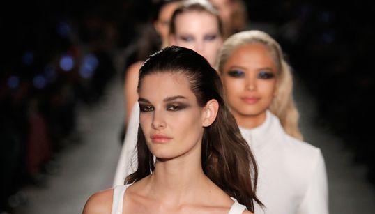 Οι τρεις τάσεις ομορφιάς που ξεχωρίσαμε στην Εβδομάδα Μόδας της Νέας