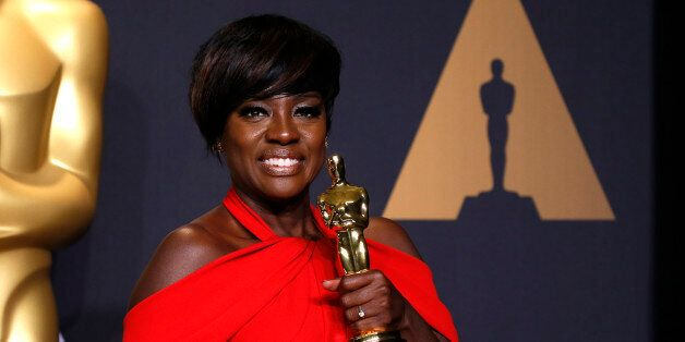 """89th Academy Awards - Oscars Backstage - Hollywood, California, U.S. - 26/02/17 - Actress Viola Davis poses with her Oscar for Best Supporting Actress for the film """"Fences"""