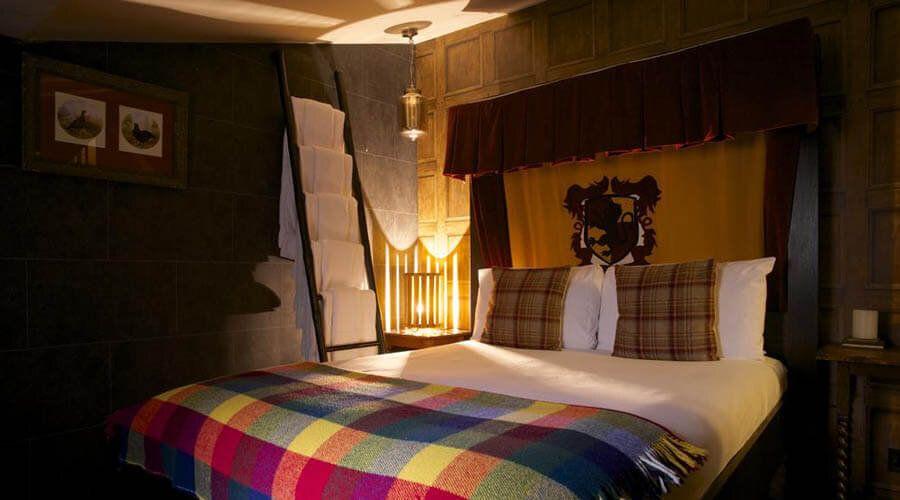 """O Georgian House Hotel, em Londres, tem quartos ditos """"Câmaras de Bruxo"""", inspiradas em """"Harry Potter"""", onde os fãs da série podem passar a noite."""