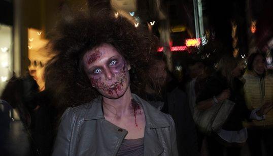 Κανένα Walking Dead: Το κέντρο της Αθήνας γέμισε με