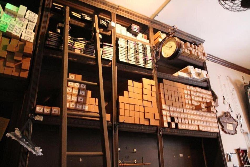 """A loja de varinhas mágicas Wynotts Wands, em Salem, Massachusetts, é mais uma experiência inspirada em """"Harry Potter"""" que os fãs podem curtir nos Estados Unidos."""