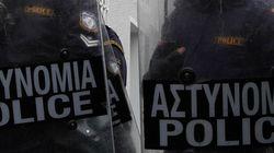 Επιθέσεις νεαρών σε διμοιρία των ΜΑΤ στην οδό