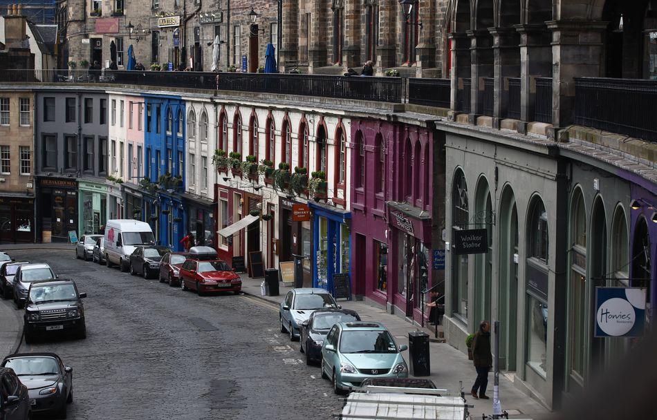 Muitas pessoas acreditam que a Victoria Street, em Edimburgo, e a vizinha Candlemaker Row, podem ter sido a inspiração de Diagon Alley.