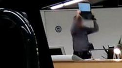 Μαινόμενος Ισπανός καθηγητής έσπασε λάπτοπ μπροστά στους μαθητές