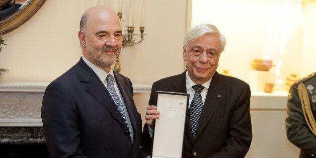Παυλόπουλος: Kινδυνεύει η Eυρωζώνη με την Ελλάδα εκτός ευρώ. Μοσκοβισί: Αδιανόητο το