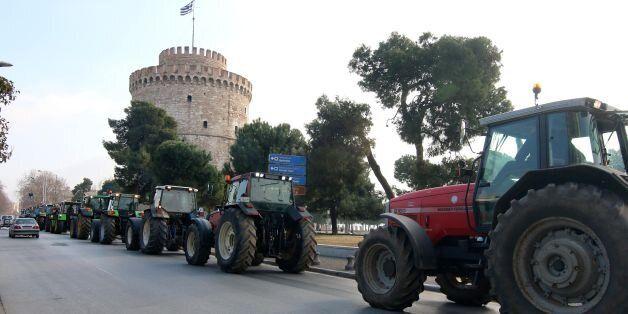 Έφθασαν στο κέντρο της Θεσσαλονίκης τα τρακτέρ. Μικροένταση έξω από τη