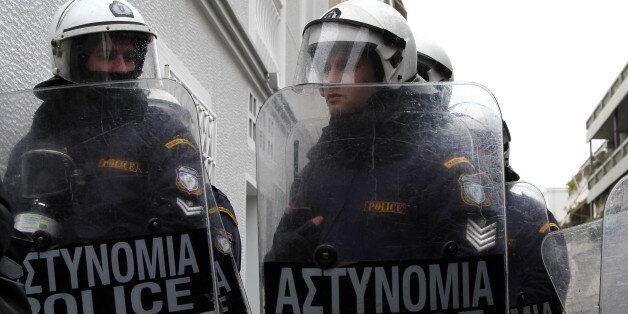 Συμπλοκές με τα ΜΑΤ και 30 συλλήψεις σε ραντεβού για «κόντρες» στη