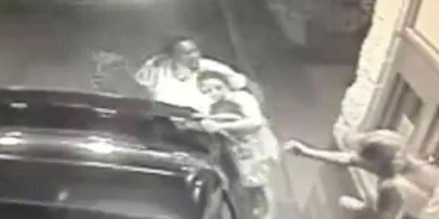 Βίντεο: Μητέρα προσπαθεί να σώσει την δίχρονη κόρη της από τον βίαιο απαγωγέα