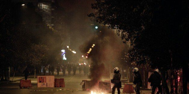 Τρεις επιθέσεις με μολότοφ κατά διμοιρίας των ΜΑΤ στα