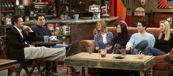 Los seis protagonistas de 'Friends' en el Central Perk.
