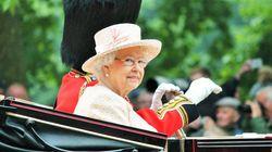 Η βασίλισσα Ελισάβετ γιόρτασε τα 65 χρόνια στον θρόνο, φορώντας τα ζαφείρια που αρμόζουν στην