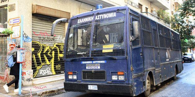 Επίθεση σε διμοιρία των ΜΑΤ, στην οδό Χαριλάου