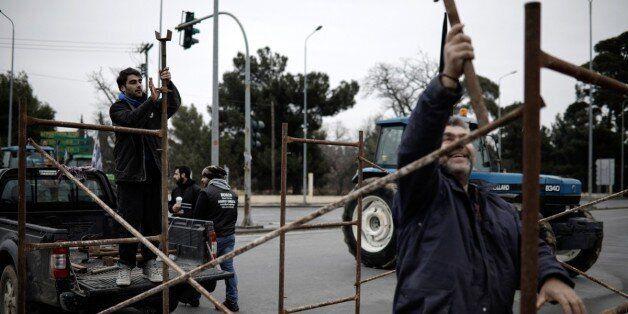 Μπλόκα, αποκλεισμοί δρόμων και συλλαλητήρια από τους