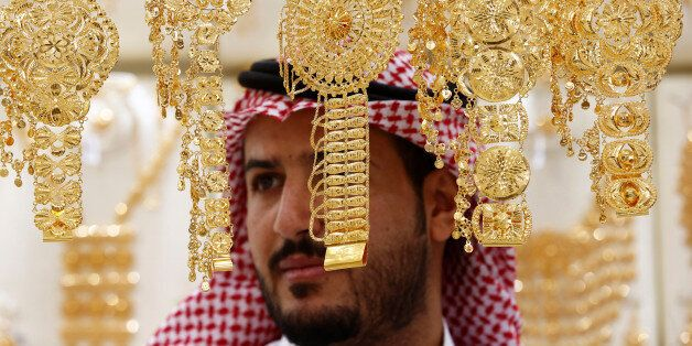 A man looks on as he inspects gold jewellery at a shop in Riyadh, Saudi Arabia September 28, 2016. REUTERS/Faisal...