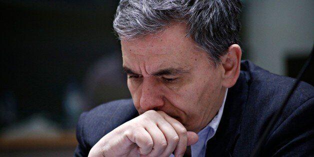Την μείωση του αφορολόγητου στα 6.000 ευρώ προτείνουν οι δανειστές για μετά το