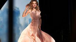 Και όμως, αυτό το υπέροχο φόρεμα είναι φτιαγμένο από πλαστικά
