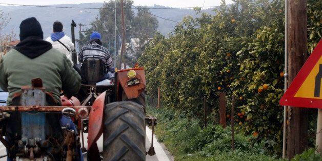 Συνεχίζονται οι κινητοποιήσεις των αγροτών. Σε ποιους δρόμους παρατάχθηκαν τα