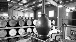 Craft Distilling: Η τάση που ήρθε για να