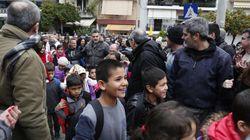 Στα θρανία του 15ου δημοτικού σχολείου Νίκαιας έκατσαν 27 παιδιά από το κέντρο φιλοξενίας