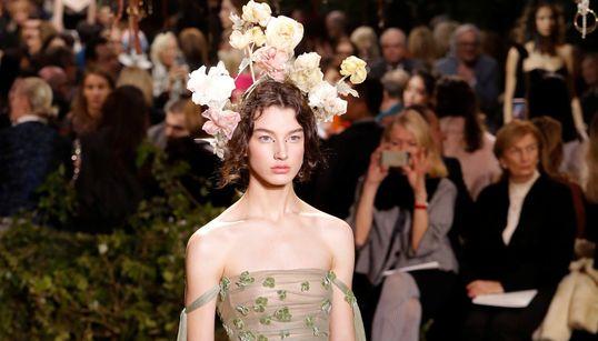 Οι ομορφότερες φωτογραφίες από το παραμυθένιο show υψηλής ραπτικής του Dior στο