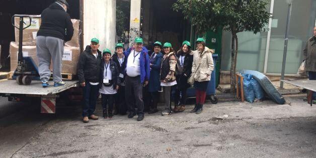 Tα μέλη της αποστολής με την βοήθεια που συγκέντρωσαν για τους πρόσφυγες στην