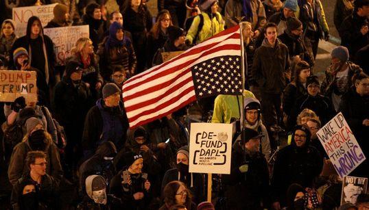 43 φωτογραφίες από μια άλλη, οργισμένη Αμερική. Αυτή που βγήκε στους δρόμους κατά του