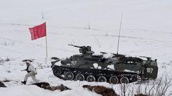 Η Ρωσία κατασκευάζει πάνω από 100 στρατιωτικές εγκαταστάσεις στην