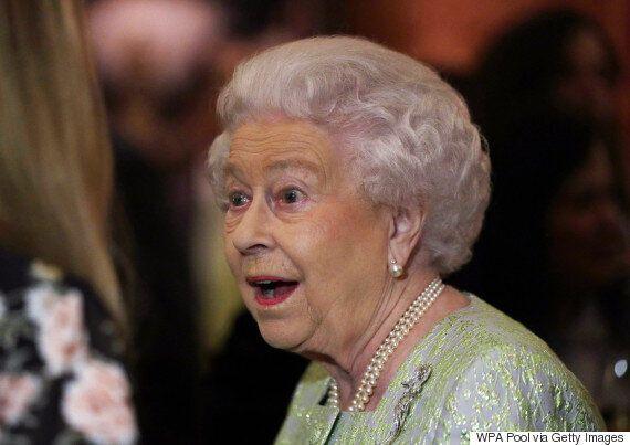 Τι πραγματικά κάνουν κάθε μέρα η βασίλισσα Ελισάβετ και τα άλλα μέλη της βασιλικής