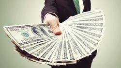 Oxfam: Οκτώ από τους πιο εύπορους ανθρώπους του κόσμου κατέχουν τόσο πλούτο όσο η μισή
