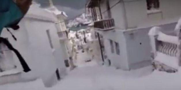 Snowboard ανάμεσα στα σπίτια στη