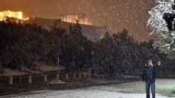 Προβλήματα στις μετακινήσεις στην Αττική λόγω του χιονιά. Ποιοι δρόμοι είναι κλειστοί, που χρειάζονται