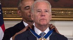 Ο Ομπάμα έκανε έκπληξη στον Μπάιντεν απονέμοντάς του μετάλλιο και εκείνος...δεν σταματούσε να