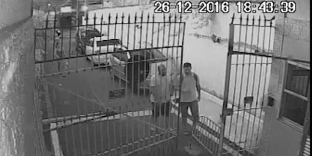Οι κάμερες ασφαλείας έξω από το σπίτι του πρέσβη Κυριάκου Αμοιρίδη κατέγραψαν τις κινήσεις των δολοφόνων