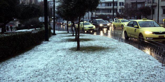 Η Αθήνα στα λευκά: Χιόνια στο κέντρο της