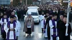 Ο πρόεδρος της Πολωνίας μεταξύ των εκατοντάδων στην κηδεία του οδηγού που βρέθηκε νεκρός στο φορτηγό της επίθεσης στο