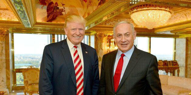 Israeli Prime Minister Benjamin Netanyahu (R) stands next to Republican U.S. presidential candidate Donald...