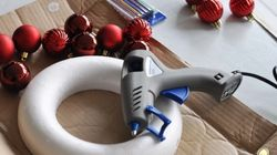 Πώς να φτιάξετε ένα χριστουγεννιάτικο στεφάνι (στο