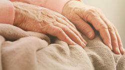 Επενδυτική εταιρεία κάνει έξωση σε 89χρονη γυναίκα και οι γείτονές της, αγόρασαν πίσω και της έκαναν δώρο το