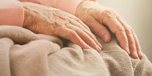Επενδυτική εταιρεία κάνει έξωση σε 89χρονη γυναίκα και οι γείτονές της, αγόρασαν πίσω και της έκαναν...