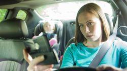 Μπλοκάρισμα των κινητών όταν κινείται το αυτοκίνητο εξετάζει η Αγγλία για να μειώσει τα